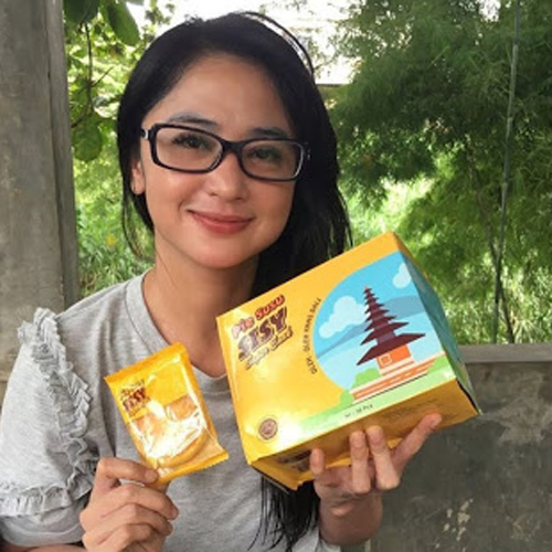 Dewi Persik sama Pie Susu Sisy