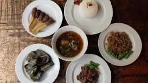 menu makanan khas Bali spesial daging kerbau