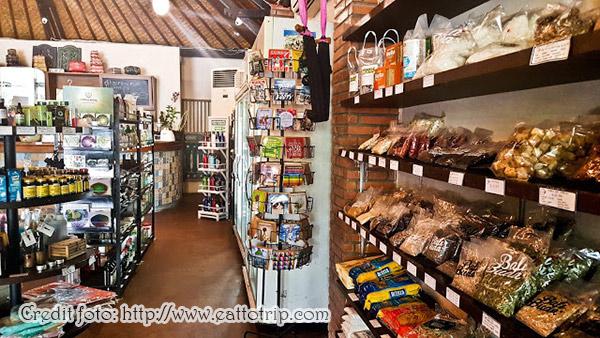 Store di Bali Buda, juga menyediakan produk 'mentahan'